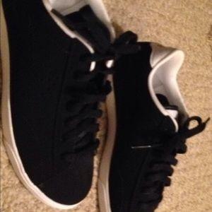 Women's Nike black leather size 6  NWOT. Run slim
